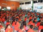 300+ Niños viendo uno de los dramas